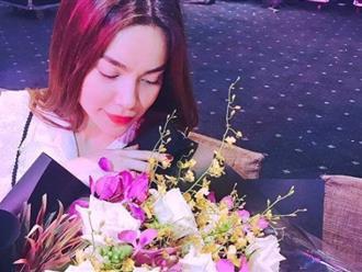 Hồ Ngọc Hà tiếp tục khoe hoa được Kim Lý tặng: 'Cảm ơn anh, luôn ngọt ngào và đúng lúc'