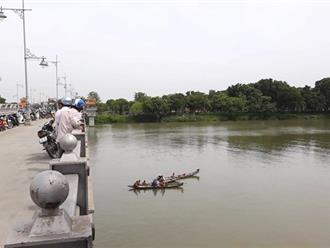 Để lại tin nhắn, nam sinh viên lao mình xuống sông Hương tự vẫn