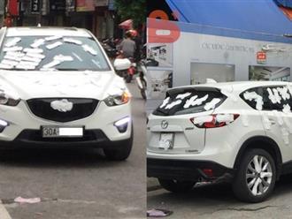 Sốc: Xe hơi bị dán kín bằng... hàng trăm miếng băng vệ sinh khiến cộng đồng mạng xôn xao