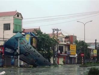 Quảng Bình: Bão quá mạnh, gần 50.000 ngôi nhà tốc mái