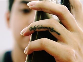Câu chuyện đặc biệt ở Hà Nội: Người mẹ đưa con trai tâm thần đến xăm tên và số điện thoại để không lạc mất con