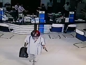 Trích xuất camera truy bắt hung thủ cướp ngân hàng ở Vĩnh Long
