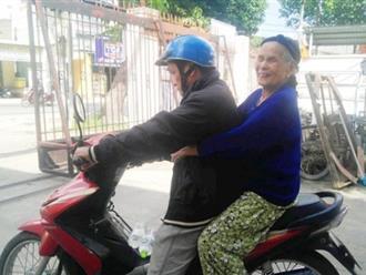 Cụ bà 84 tuổi xách túi đồ đi lang thang mừng rơi nước mắt khi được con trai, con gái đến đón về