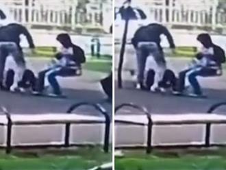Ông bố lao vào đánh 2 đứa trẻ 9 tuổi vì bắt nạt con mình