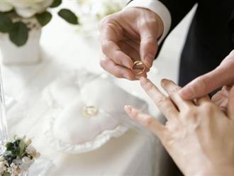 Biết con rể định tái hôn, mẹ vợ tới thăm và nói một câu khiến anh quỳ xuống bật khóc nức nở