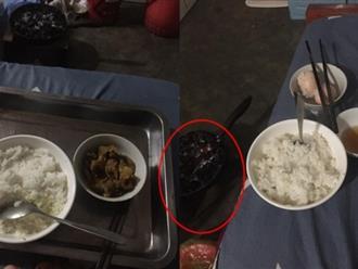 Chị em 'dậy sóng' với bà mẹ chồng cổ hủ đến khó tin: Bắt con dâu ăn cơm cữ khô khốc và đốt bếp than trong phòng