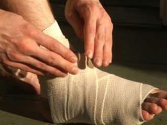 Chữa bong gân cổ chân nhanh nhất với những bước cực đơn giản như thế này