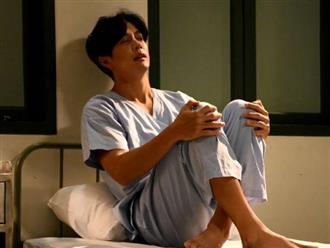 Về nhà, chồng nổi cơn ghen khi thấy ngón chân 'thò' ra dưới gầm giường, vừa nâng chiếc giường lên, anh quỳ xuống bật khóc