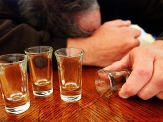 Trước khi nhậu thả ga ngày Tết, ai cũng phải biết những dấu hiệu ngộ độc rượu này kẻo hối không kịp