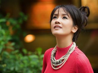 Hé lộ tuổi thơ buồn và bị phán là có 'số' chia rẽ cha mẹ của diva Hồng Nhung