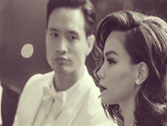 """Khoảnh khắc """"tình bể bình"""": Kim Lý say sưa ngắm nhìn Hà Hồ trong sự kiện"""