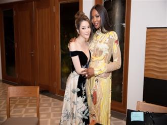Không chỉ diện trang sức của Lý Nhã Kỳ, Naomi Campbell còn quyến luyến vì quá ít thời gian gặp cô bạn