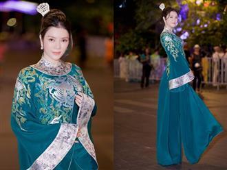 Lý Nhã Kỳ xinh đẹp nổi bật với áo dài xanh thêu trong Lễ hội Áo dài