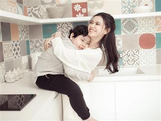 Trương Quỳnh Anh đùa nghịch cùng con trai khi vắng Tim