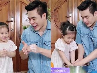 Giỏi như con gái Dương Lâm, 3 tuổi đã biết cùng ba lên sóng truyền hình, lại còn biết đút cho em ăn phụ ngoại