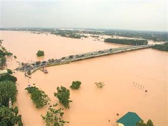Lũ khẩn cấp ở Quảng Bình, nguy cơ cao lũ đặc biệt lớn tại Hà Tĩnh
