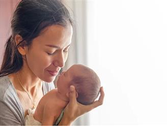 Bé 2 tháng tuổi chết nghi do ngộ độc rượu trong sữa mẹ