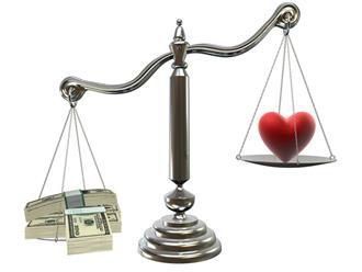 Chuyện tiền bạc trong tình yêu: Làm sao để không tổn thương nhau?