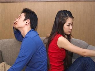 Vợ chồng cãi nhau có nên ngủ riêng?