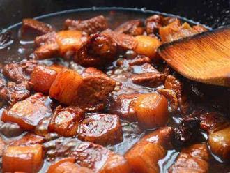 Ướp thịt với đầy đủ gia vị rồi cho vào nồi kho là sai, đây mới là cách kho thịt đúng nhất