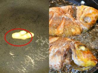 Cho thêm thứ này vào chảo, mẹo rán cá giòn ngon, không nát, không bắn dầu cực vi diệu