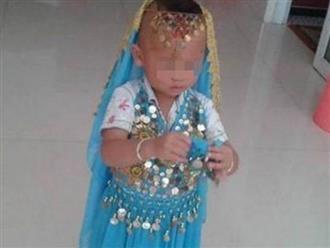 Bé trai lén lút mặc váy của em gái, cha mẹ đưa đi khám và bật khóc khi nghe bác sĩ nói sự thật