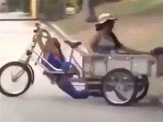 Clip 2 'nữ quái' lái xe người 1 nơi, xe 1 nơi khiến dân mạng cười ngất