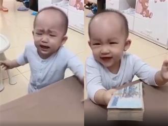 Cười không nhặt được mồm cảnh dỗ trẻ ăn vạ thời 4.0