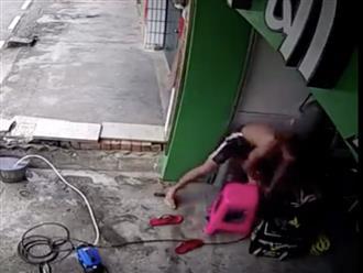 Clip: Người đàn ông thoát chết thần kỳ khi điện giật khiến cả thế giới trầm trồ