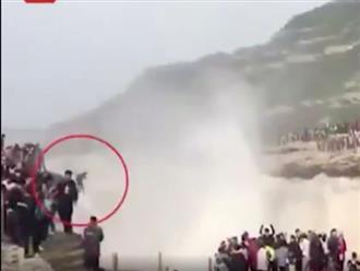Clip người đàn ông thoát chết thần kỳ sau khi ngã từ độ cao 50m