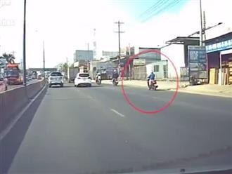 Clip người phụ nữ ngủ gật khi lái xe, lượn hẳn 3 làn đường khiến cánh tài xế khiếp sợ