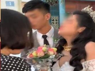 Được cho vàng trĩu tay những cô dâu trẻ vẫn vùng vằng, khóc nấc đến co giật trong đám cưới