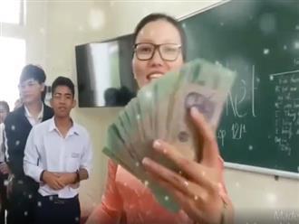 Cô giáo khiến dân tình 'đỏ mắt' ghen tỵ vì cầm cả xấp tiền 500 nghìn lì xì cho học sinh