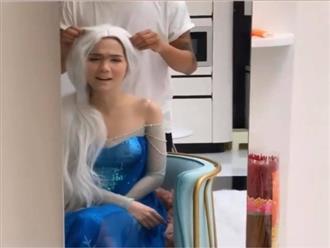 Công chúa Elsa phiên bản 'bà già bị bệnh' do Ngọc Trinh cosplay gây bão mạng xã hội