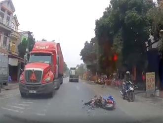 Đụng trúng xe máy, va vào xe container nữ sinh thoát chết thần kỳ