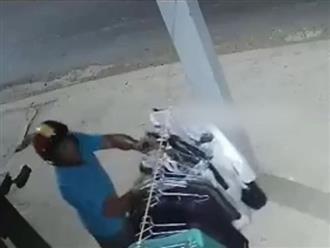 Gã đàn ông lén trộm đồ lót phụ nữ lúc nửa đêm