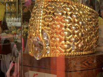 Khu chợ vàng lớn nhất thế giới khiến chị em mê mẩn, không muốn rời chân