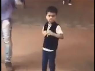 Khuôn mặt 'cục súc' của bé trai bị troll khi mua kem khiến dân mạng cười ngất