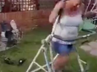 Cố tập thể dục theo hướng dẫn trên mạng nhưng người phụ nữ lại nhận về cái kết hài hước