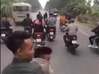 Nhóm thanh niên chạy xe dàn hàng ngang khiến người đi đường bức xúc