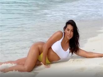 'Nóng bỏng mắt' cảnh cô nàng ngoại cỡ diện bikini tạo dáng trên bờ biển
