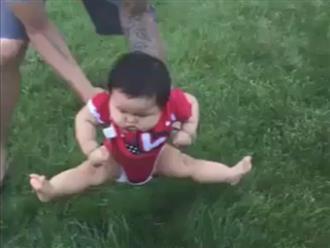 Phản ứng khó đỡ của các em bé khi lần đầu ngồi trên cỏ