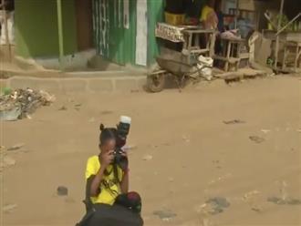 Tài không đợi tuổi: Nữ nhiếp ảnh gia 8 tuổi ở Nigeria khiến cả thế giới thán phục