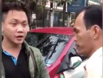 Thanh niên va chạm với ô tô được người qua đường cứu giúp