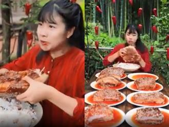 Thiếu nữ khiến dân mạng thán phục gọi là 'dạ dày vương' vì sức ăn ít ai bì kịp
