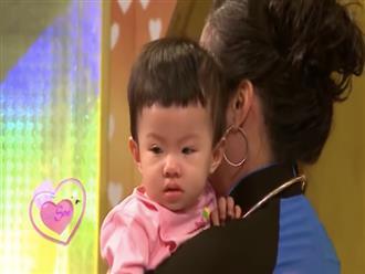 Xúc động trước hoàn cảnh của đôi vợ chồng trẻ, Hồng Vân bế cháu lên truyền hình cho bà nhìn mặt