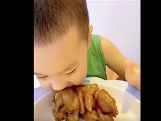 Bé trai ăn như 'Thánh Gióng' khiến ai nhìn cũng thèm ăn, khuôn mặt lại gây bão vì đáng yêu