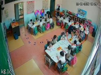 Clip cô giáo túm áo lôi trẻ xềnh xệch trong lớp khiến hàng triệu phụ huynh bất bình