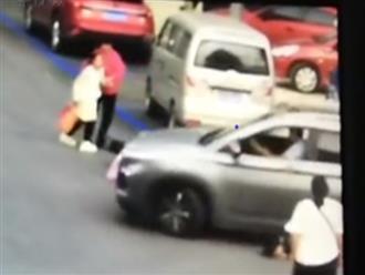 Cô gái bị bạn trai cũ lái xe tông giữa đường, biết được quá khứ ai cũng bàng hoàng