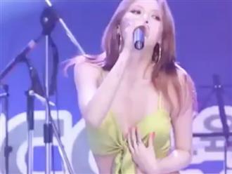 Khoảnh khắc sexy bức người của HyunA khiến cánh mày râu châu Á mê mệt